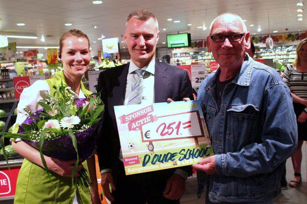 Uitreiking cheque PLUS Supermarkt